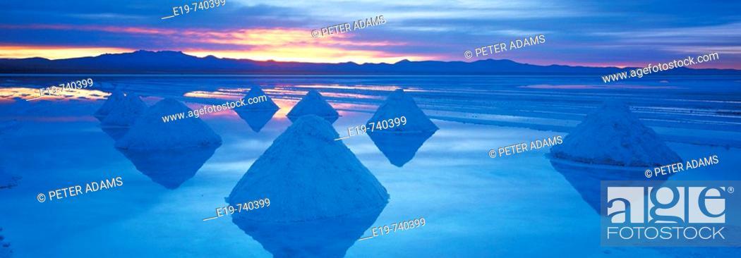 Stock Photo: Salt pans at Salar de Uyuni, Bolivia.