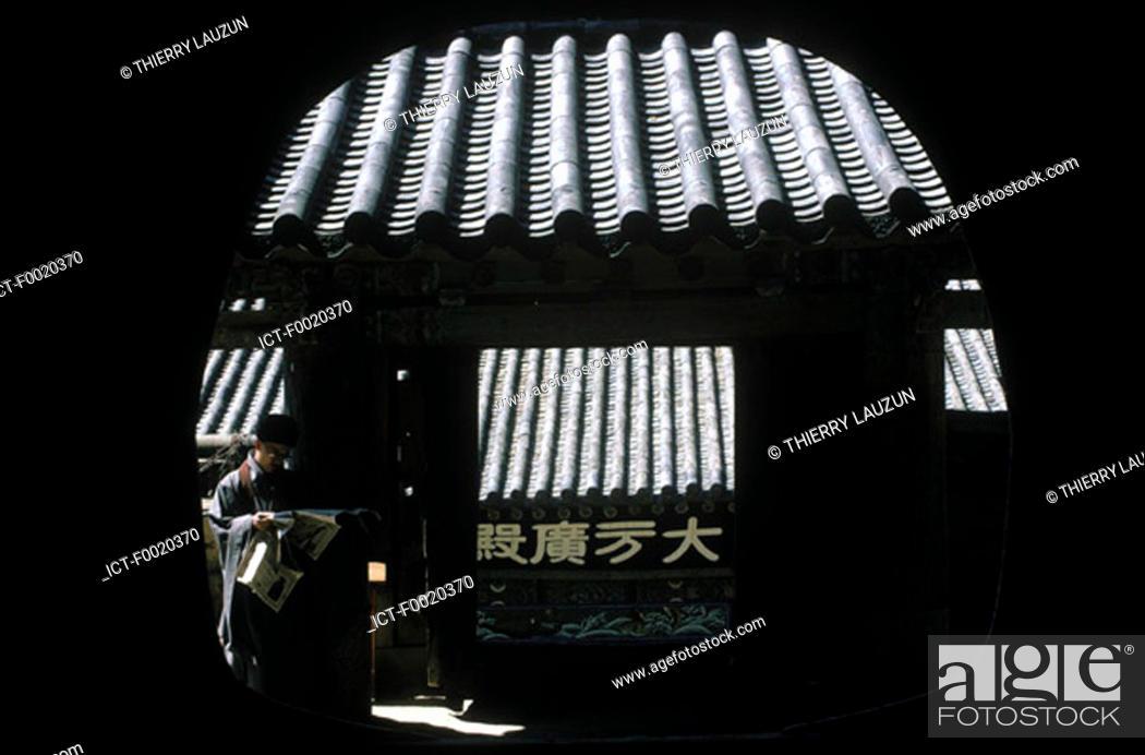 Stock Photo: South Korea, Haeien Sa temple.