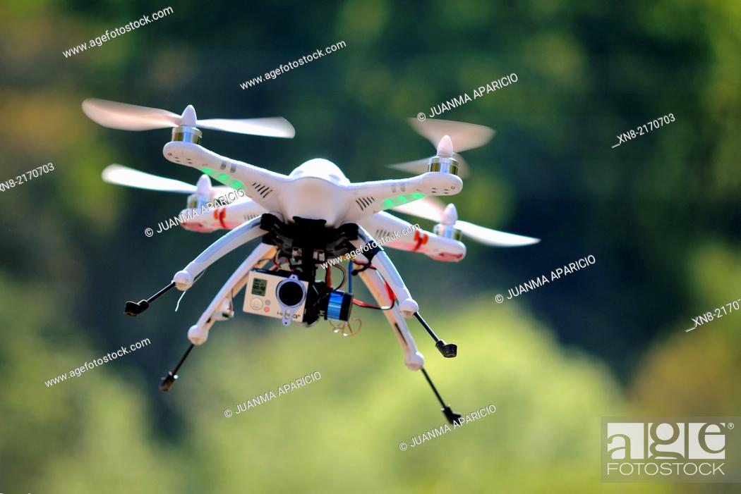 Imagen: Drone flying with GoPro Cam.