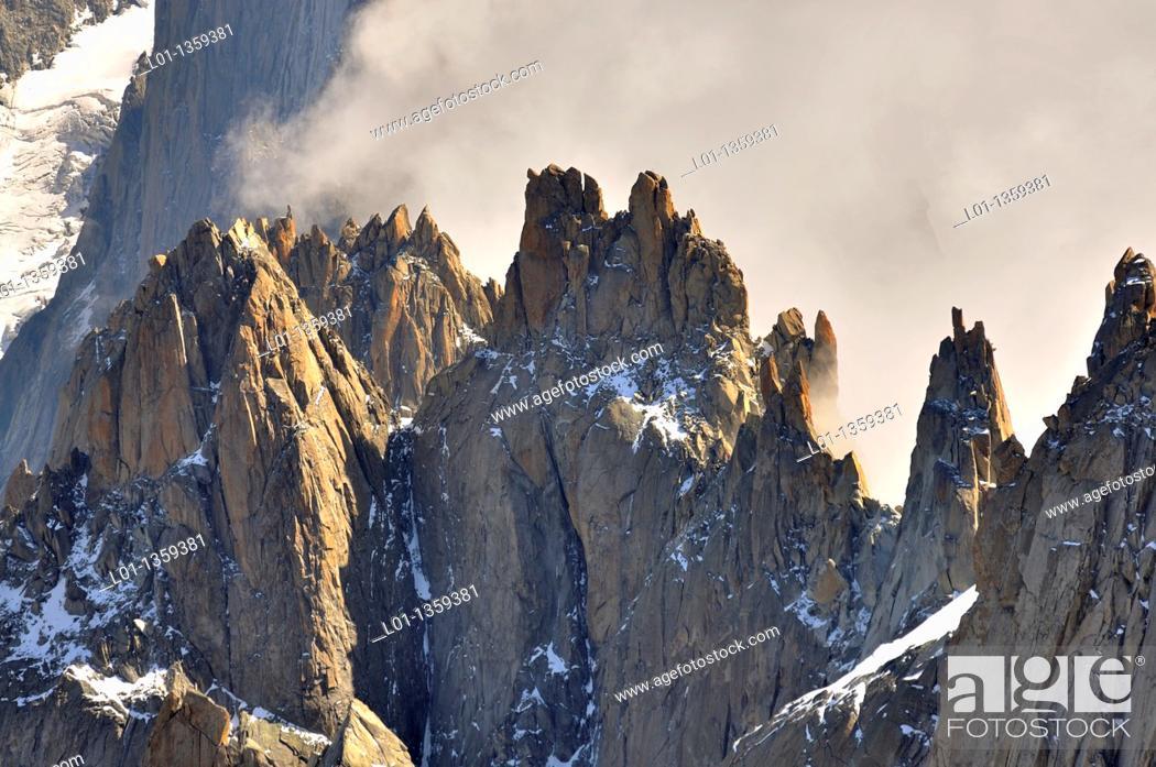 Stock Photo: Aiguilles du Chamonix, macizo del Mont Blanc, Alpes Francia/Italia.