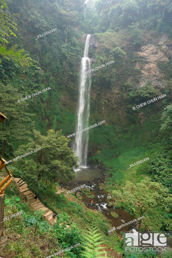 Imagen: Curug Cimahi ( waterfall Cimahi ), Jalan Kolonel Masturi, Kertawangi, West Bandung Regency, West Java, Indonesia.
