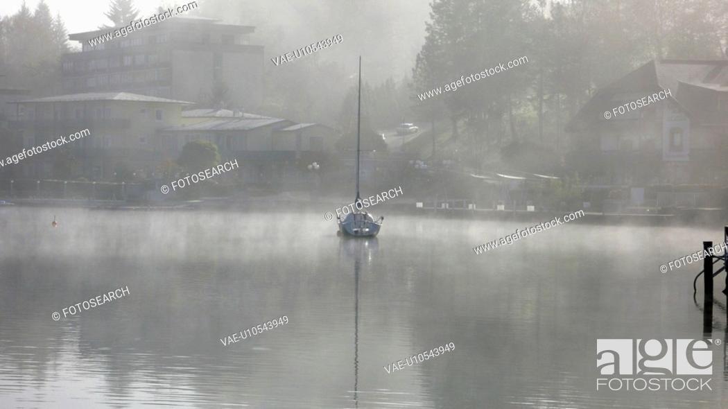 Stock Photo: camphora, autumn, buoy, boats, autumn nebulas, Austria.
