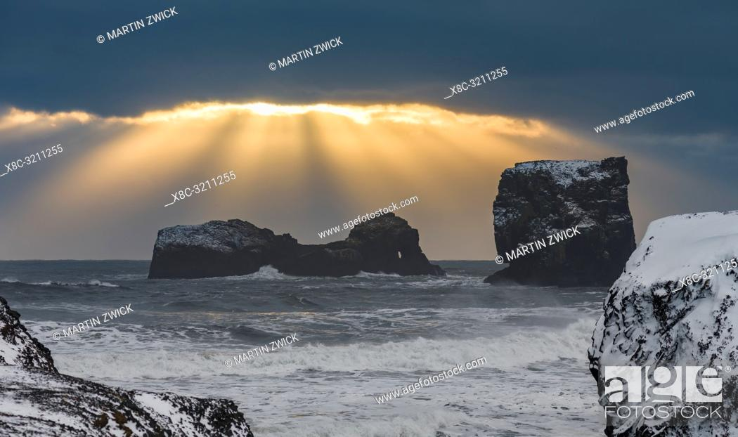 Stock Photo: The coast of the north atlantic near Vik y Myrdal during winter. Storm at Dyrholaey. Europe, Northern Europe, Scandinavia, Iceland, February.