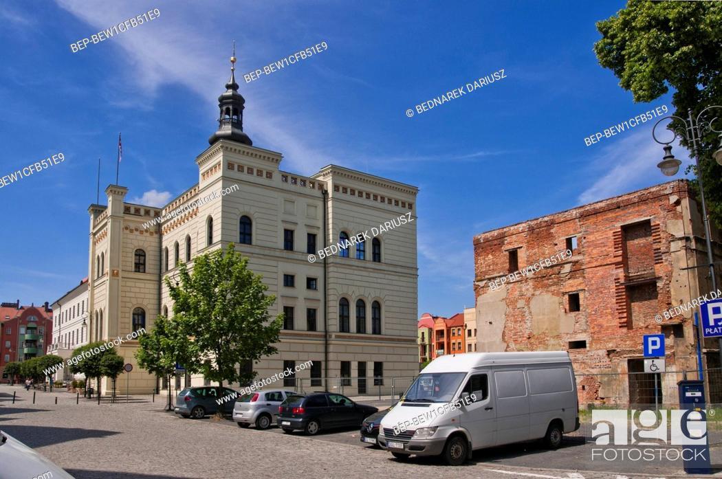 Imagen: Town Hall in Glogow, town in Lower Silesian Voivodeship, Poland.