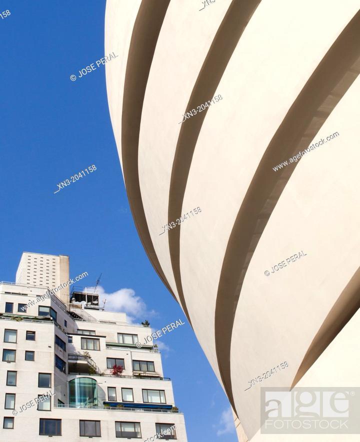 Stock Photo: Guggenheim Museum by architect Frank Lloyd Wright, Fifth Avenue, Manhattan, New York City, New York, USA.