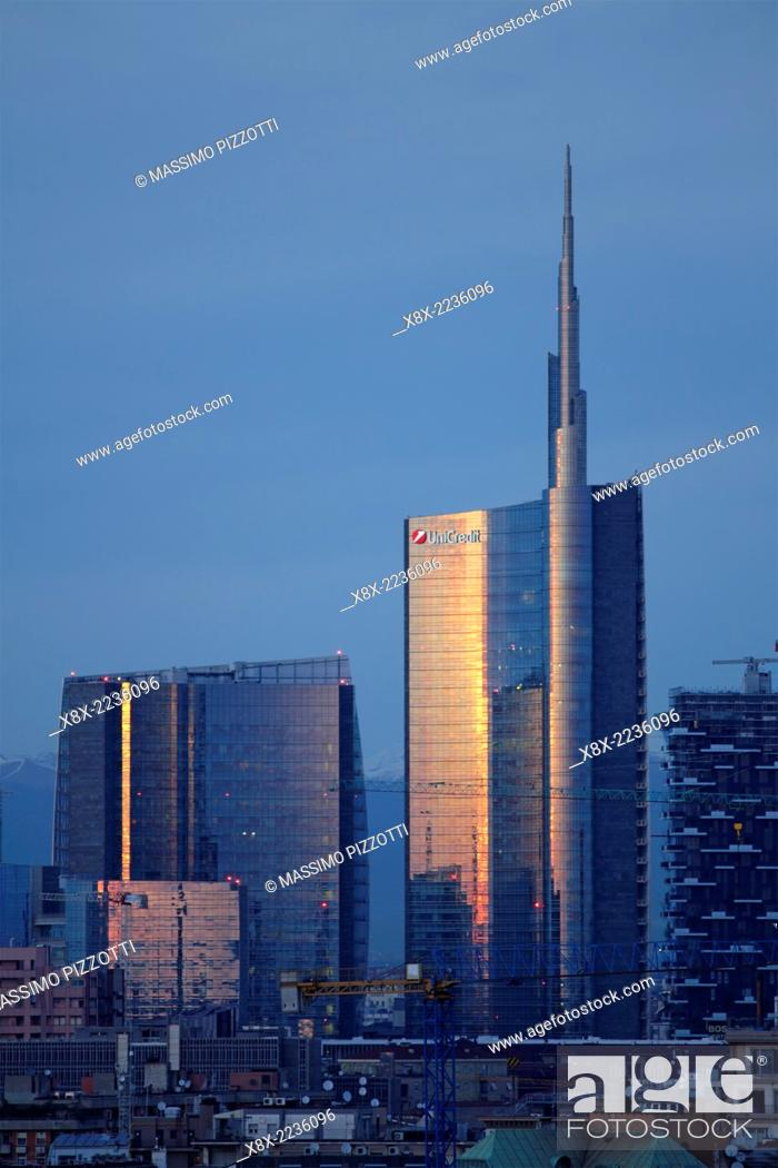 Stock Photo: Moder skyscrapers in Porta Nuova and Unicredit tower, Milan, Italy.