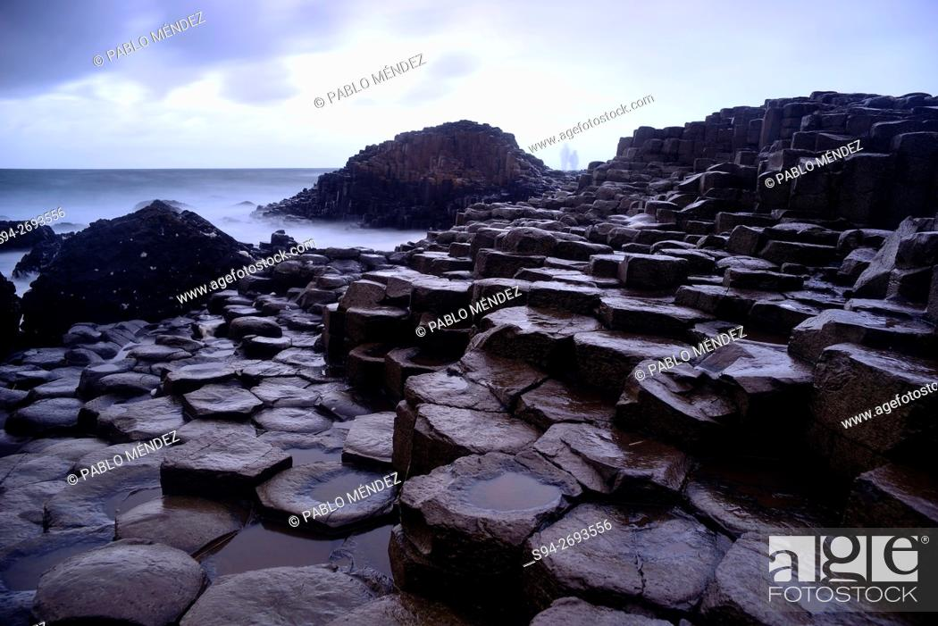 Imagen: Coastal landscape of Giant's Caudeway, Antrim county, Northern Ireland.