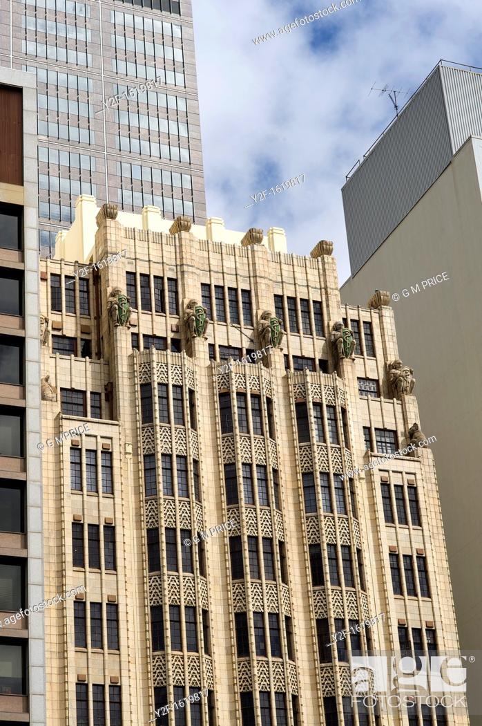 Imagen: buildings and windows on Macquarie Street, Sydney.