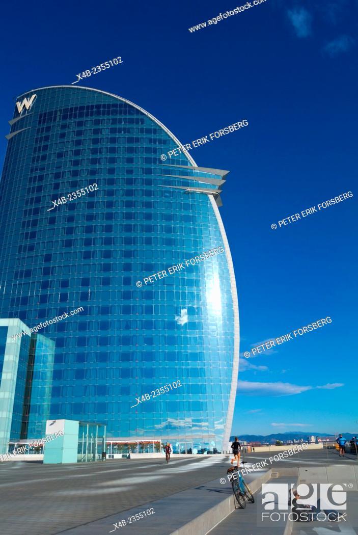 Imagen: W Barcelona hotel exterior, Placa de la Rosa Dels Vents, refurbished port area, Barceloneta, Barcelona, Spain.