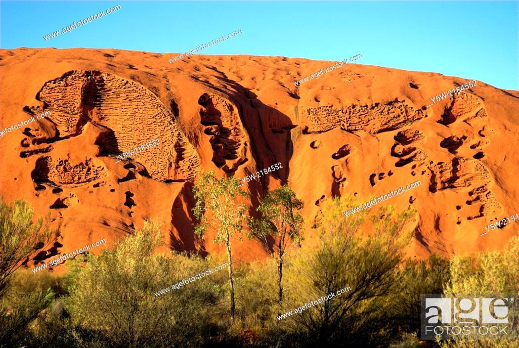 Stock Photo: Uluru (Ayers Rock) at dawn, Central Australia.