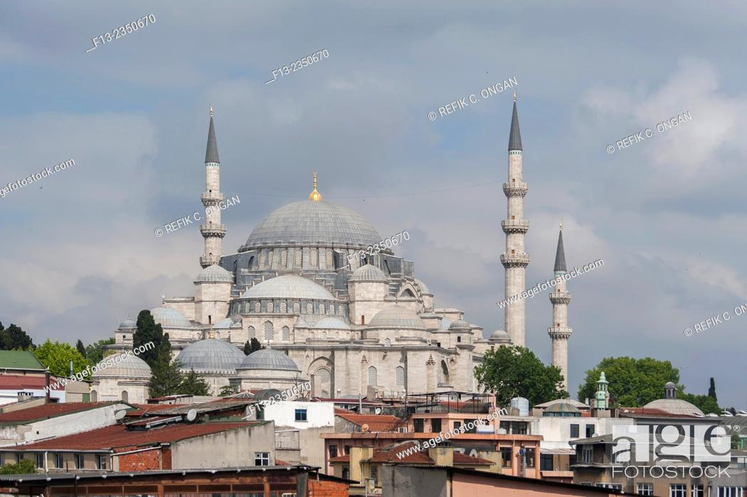 Stock Photo: Suleymeniye mosque and old Istanbul houses.