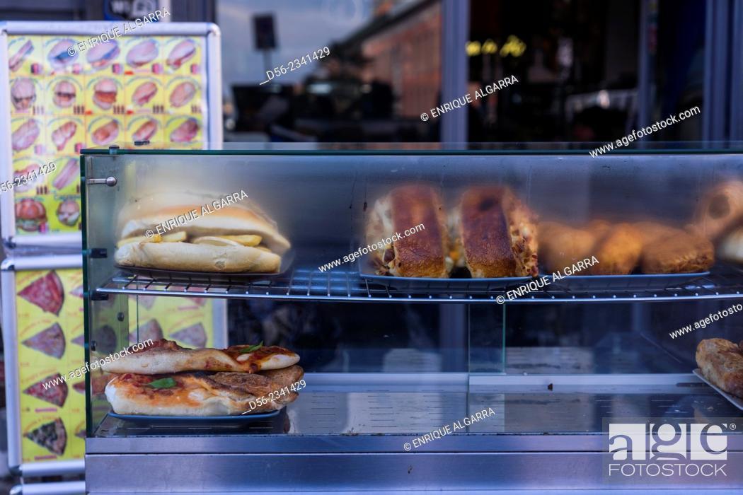 Imagen: food in the street, Naples, Italy.