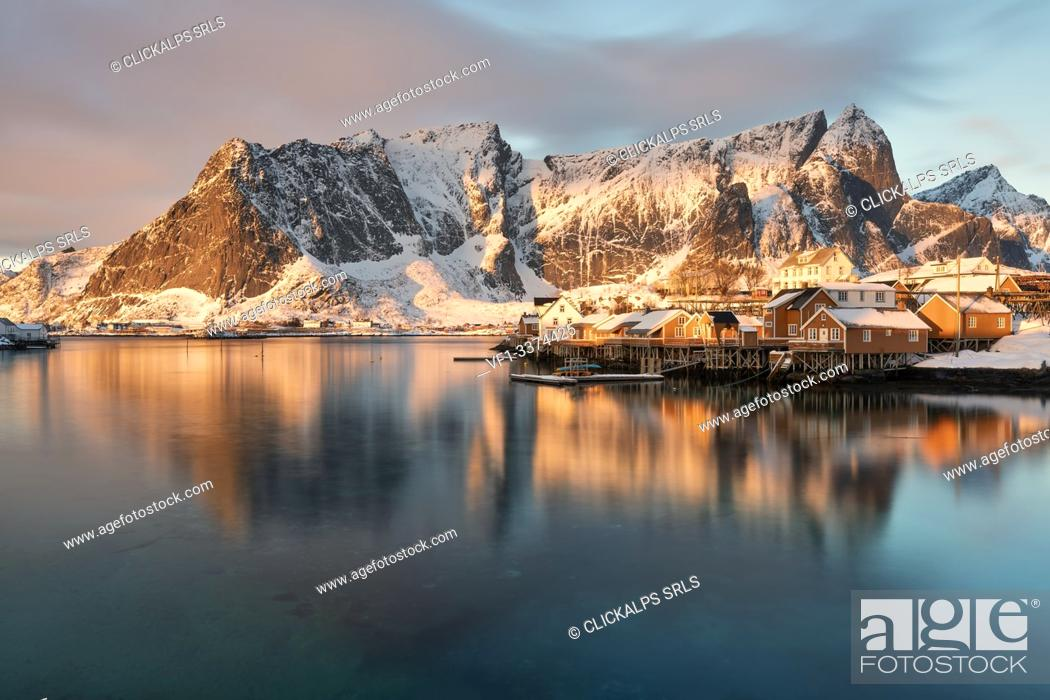 Photo de stock: The beautiful and iconic Sakrisoya village at sunrise in winter day, Lofoten Islands, Northern Norway, Europe.