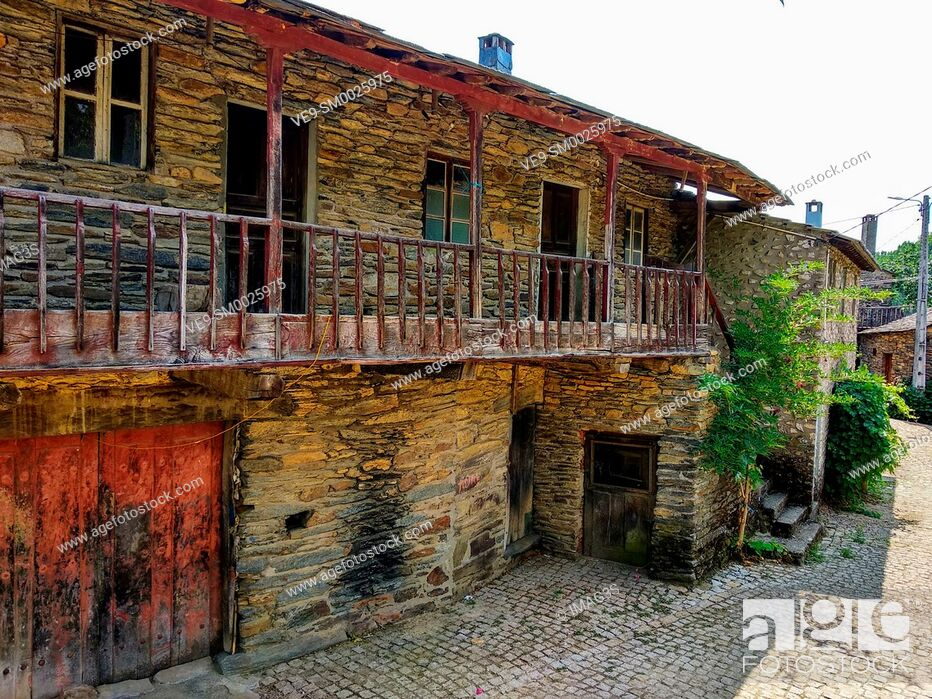 Imagen: Rio de Onor, ancient village on the banks of the Onor River, in Braganca, Portugal.