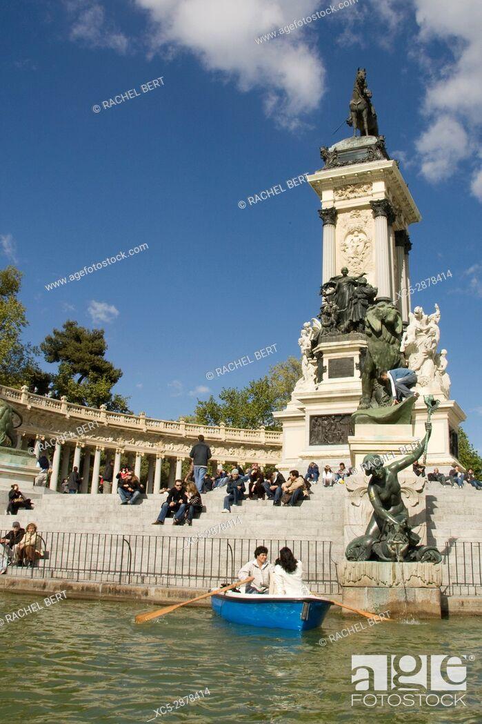 Stock Photo: Spain, Madrid, city-park, Parque Del Retiro, park-visitors, lake, rowboats.