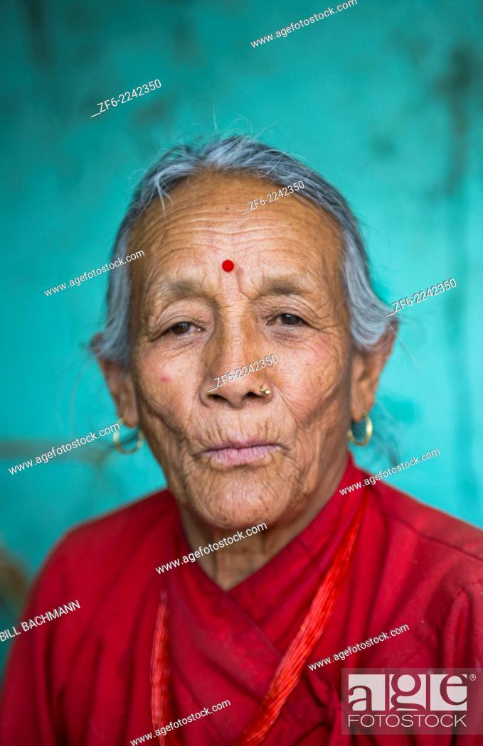 Stock Photo: Nepal. Nepali weaving woman, posing and weaving threads for carpets. Nayapati, Eastern Kathmandu. 43.