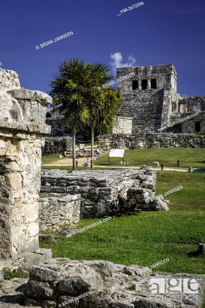 Stock Photo: Ruins of the Mayan temple grounds at Tulum, Quintana Roo, Yucatan, Mexico.