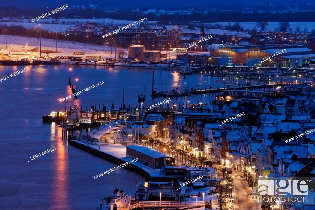 Stock Photo: Ostseebad Travemuende at night, Winter, Schleswig-Holstein, Germany, Europe.