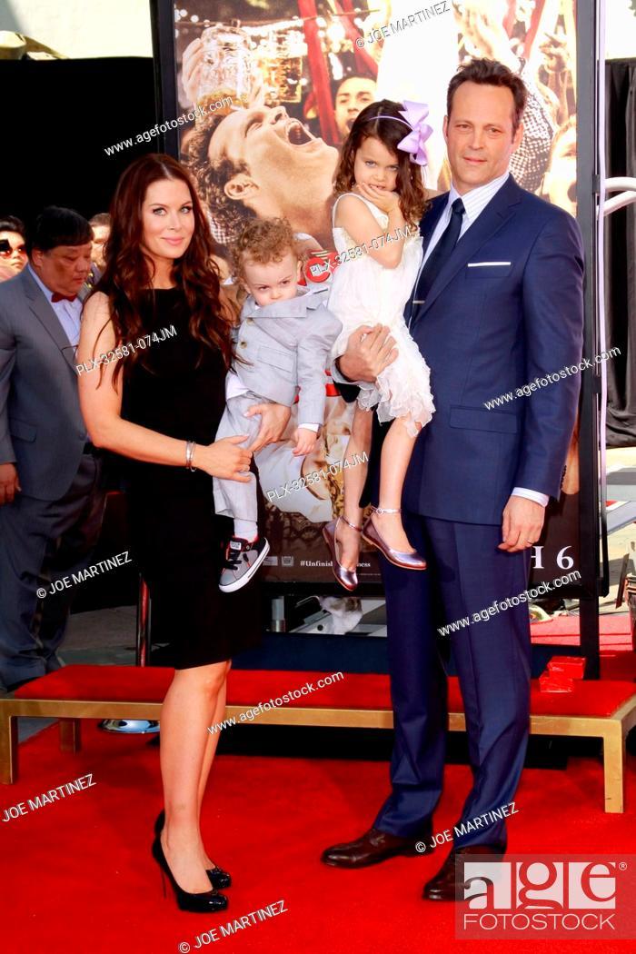 Vince Vaughn Kyla Weber >> Vince Vaughn Wife Kyla Weber And Their Children Vernon And