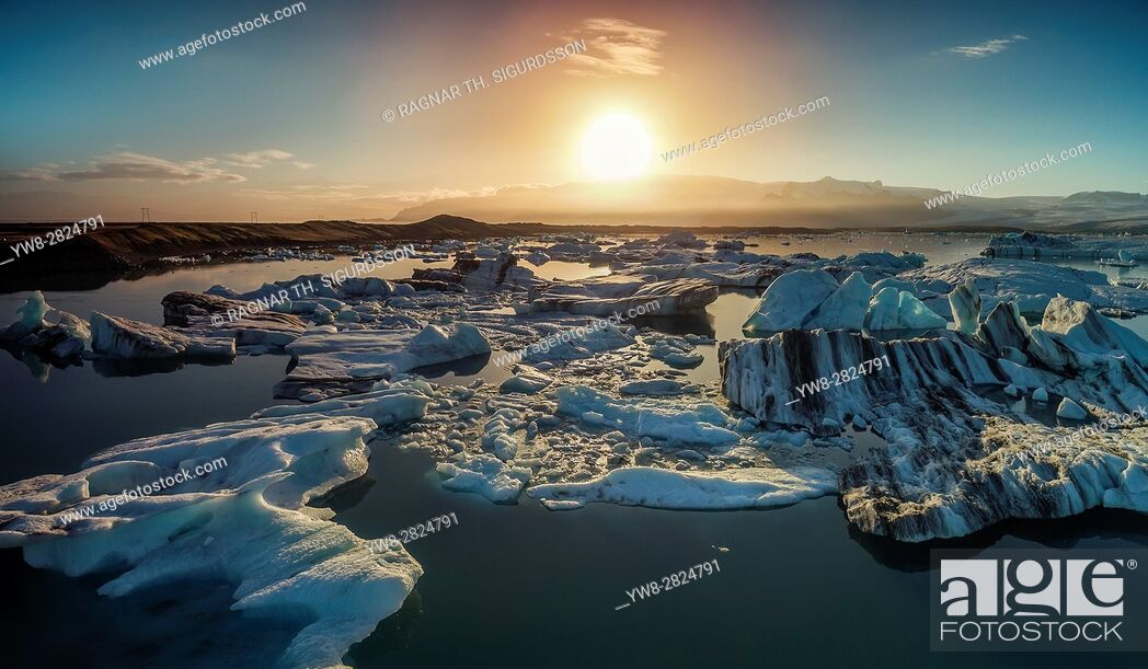 Stock Photo: Sunset over the icebergs in the Jokulsarlon Glacial Lagoon, Iceland.