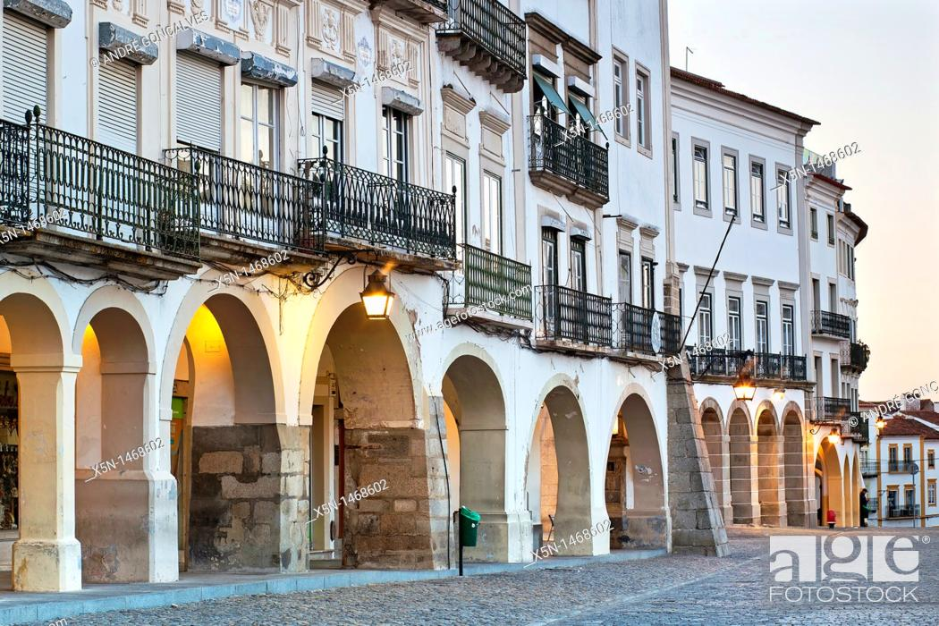 Stock Photo: Archs of the Giraldo Square, Evora Alentejo, Portugal, Europe.