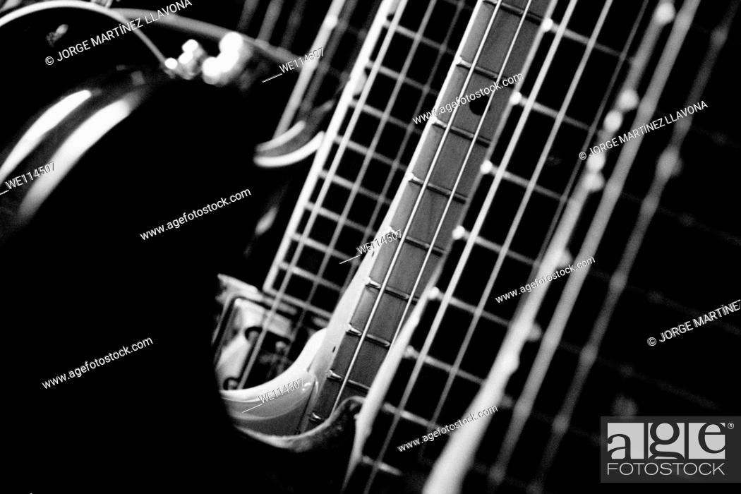 Imagen: Group of guitars.