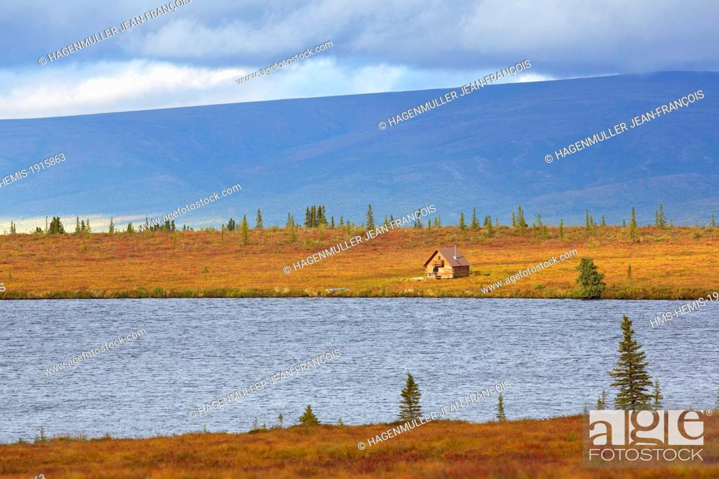 Imagen: United States, Alaska, Denali National Park, cabin at Eightmile lake.