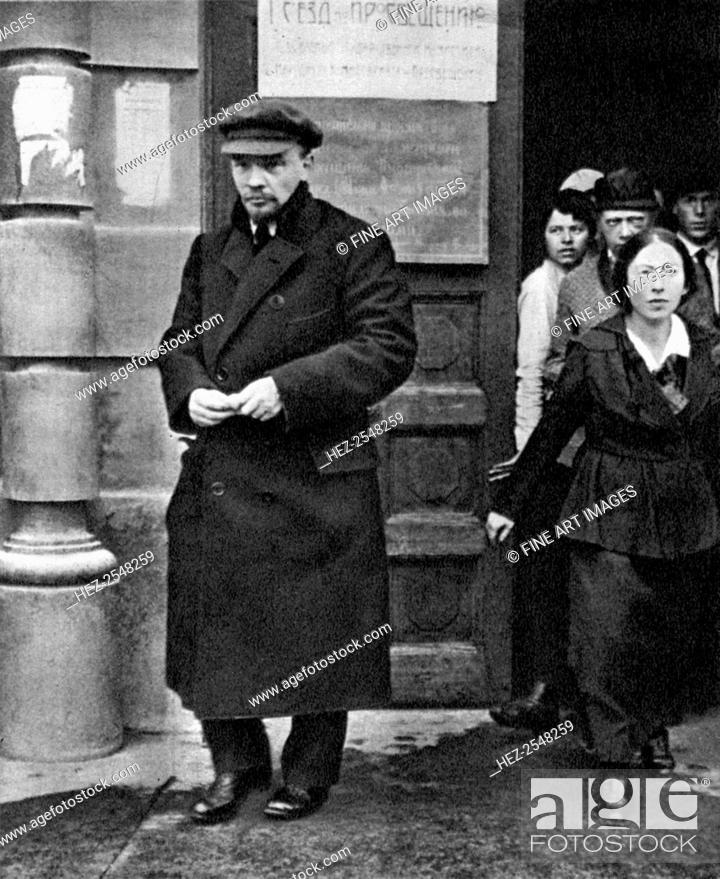 Stock Photo - Russian Bolshevik leader Vladimir Lenin and his wife  Nadezhda ca09391a138