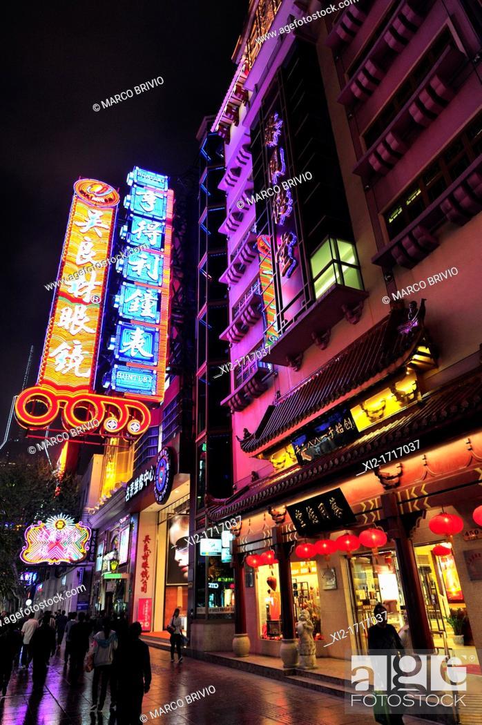 Stock Photo: East Nanjing Road, Shanghai, China.