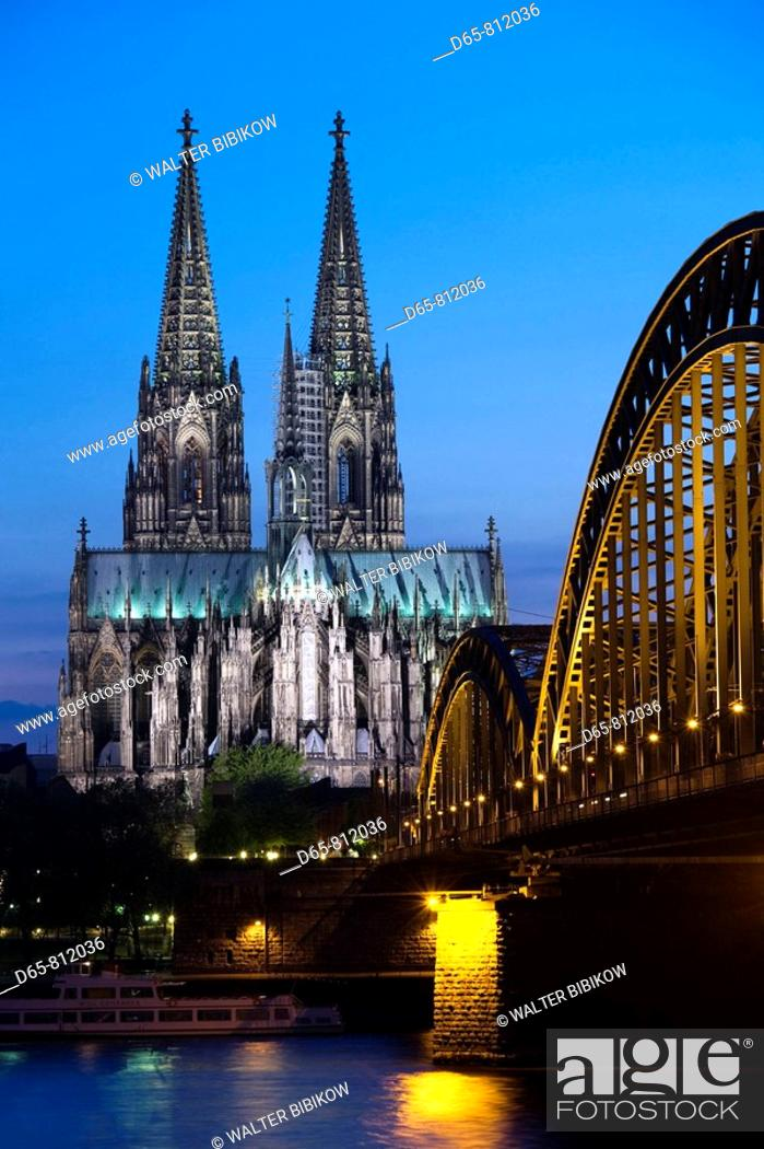 Stock Photo: Germany, Nordrhein-Westfalen, Cologne, Cologne Cathedral and Hohenzollern Bridge, evening.