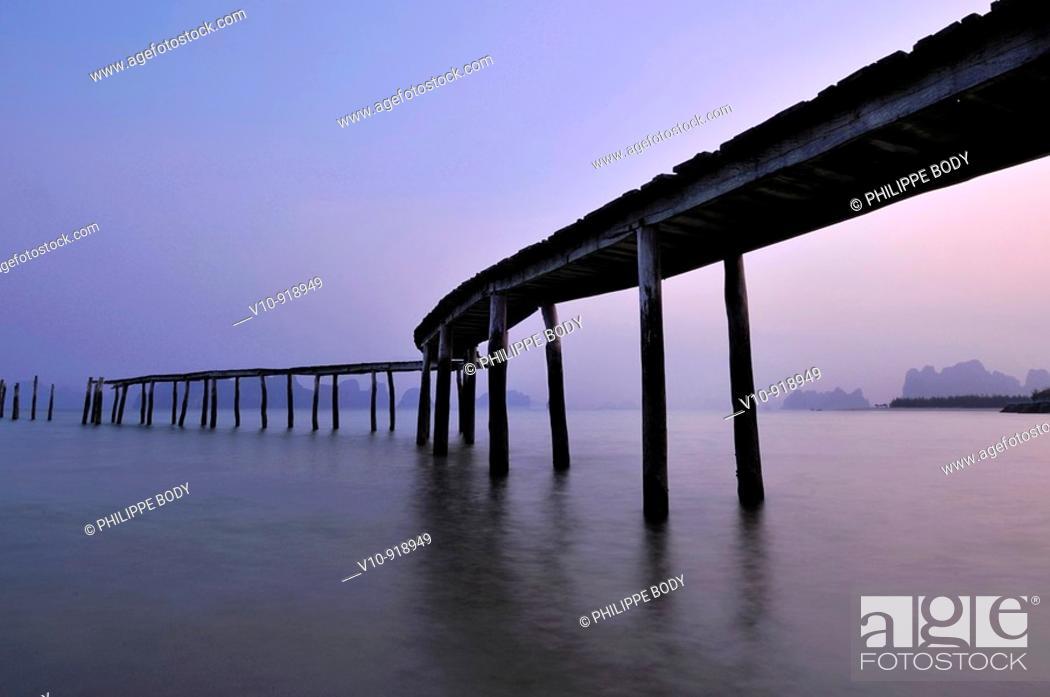 Stock Photo: Vietnam, Ha Long bay a World heritage site of UNESCO, Van Don island, Bai Dai beach, pontoon.