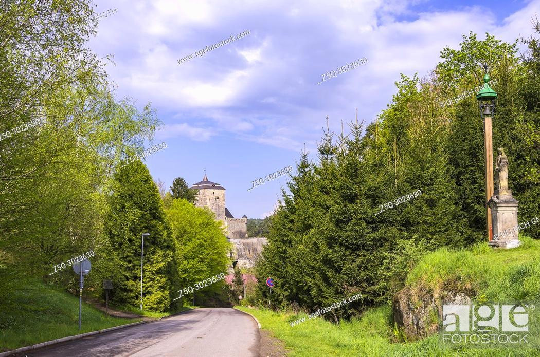 Imagen: View of Kost Castle, Bohemian Paradise (Cesky Raj), Czech Republic.