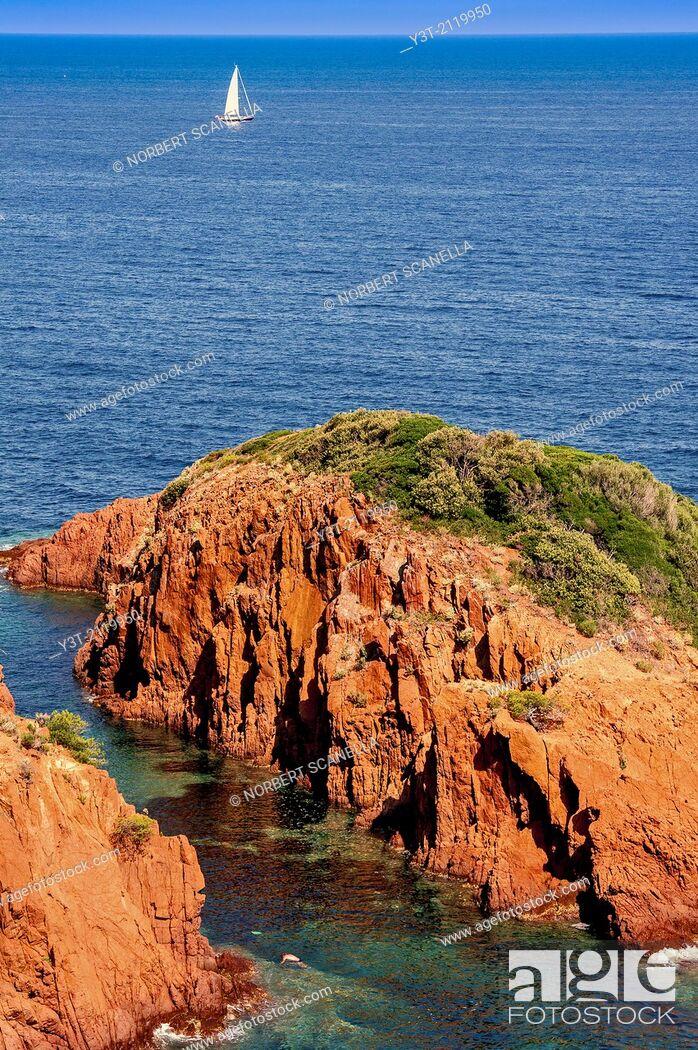 Stock Photo: Europe, France, Var, Corniche de l'Esterel, Saint-Raphaël. The red rocks of Cape Dramont.