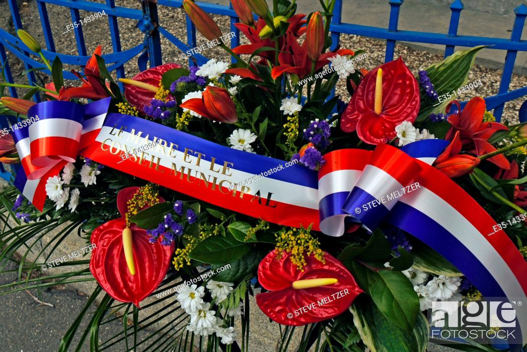 Imagen: May 8 is VE day all across Europe and this wreath was placed at the war memorial by the local town council.
