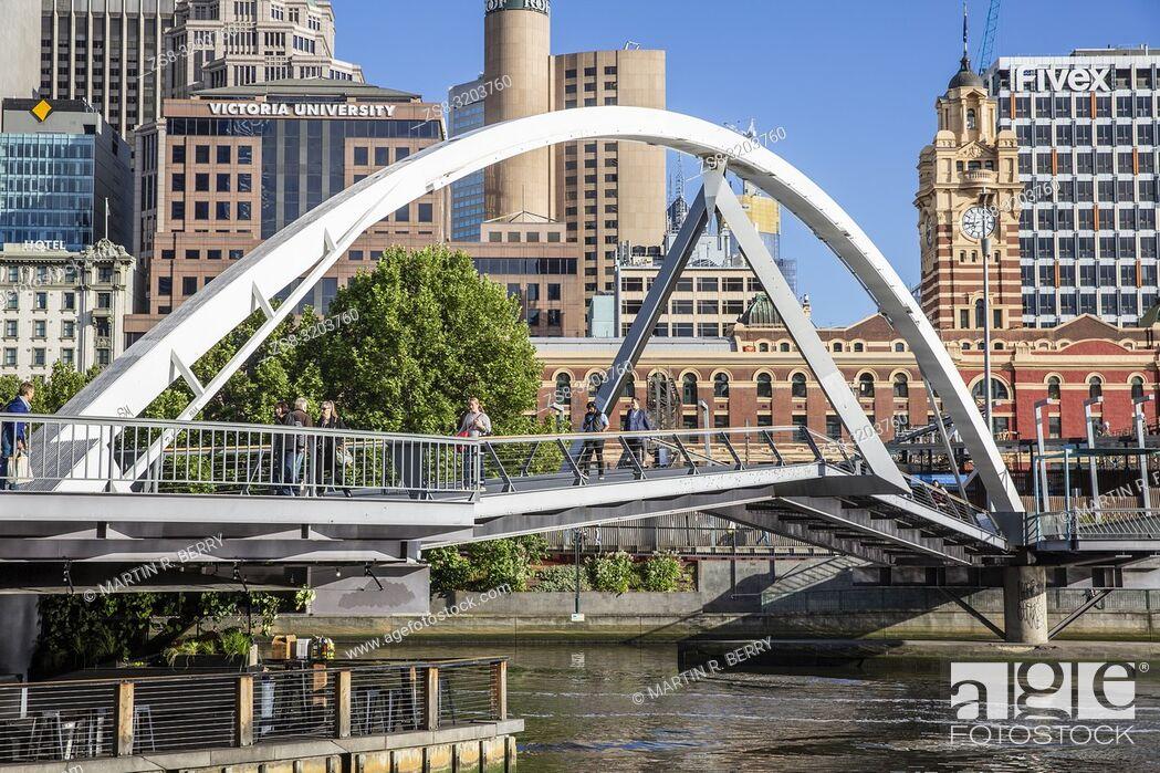 Imagen: Evan Walker bridge over the Yarra River in Melbourne city centre, Victoria.