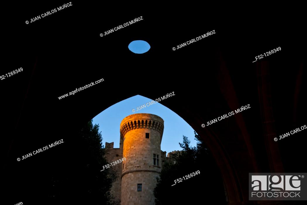 Stock Photo: Fort Palace of the Grand Masters, Collachum, Rhodes Town, Rhodes Island, Dodecaneso, Greece, Mediterranean Sea.
