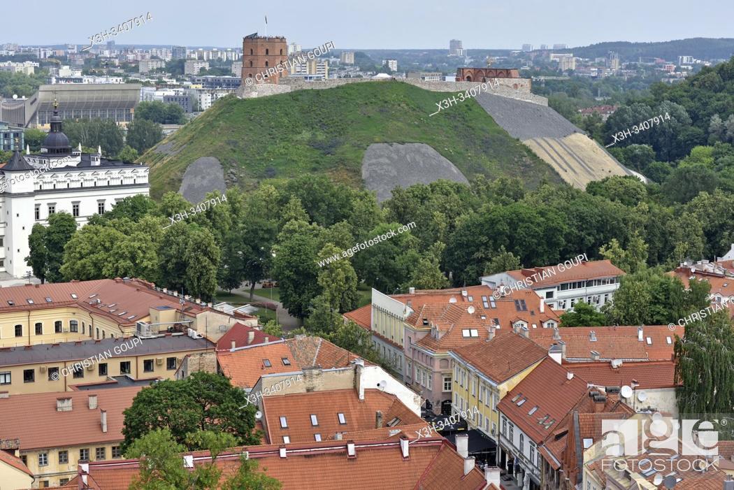 Stock Photo: colline et Tour de Gediminas vue depuis le beffroi de l'eglise Saint-Jean-Baptiste-et-Saint-Jean-l'Evangeliste, Vilnius, Lituanie.
