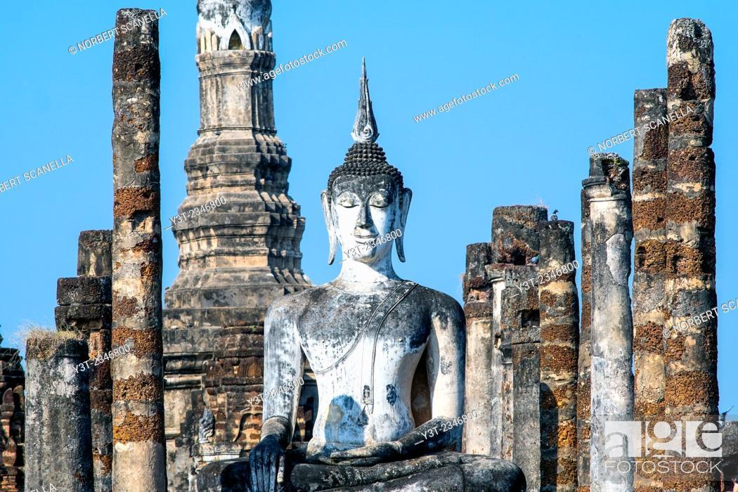 Stock Photo: Asia. Thailand, Sukhothai, old capital of Siam. Sukhothai archaeological Park, classified UNESCO World Heritage. Wat Mahathat. Buddha statue.