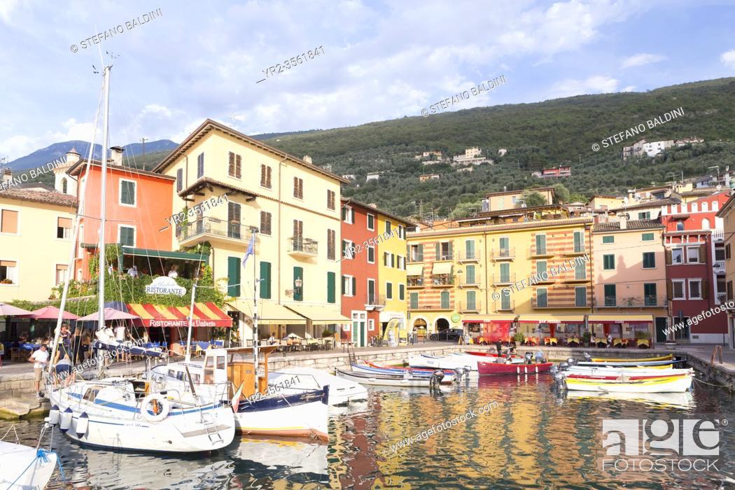 Imagen: Castelletto di Brenzone harbour, Lake Garda, Italy.