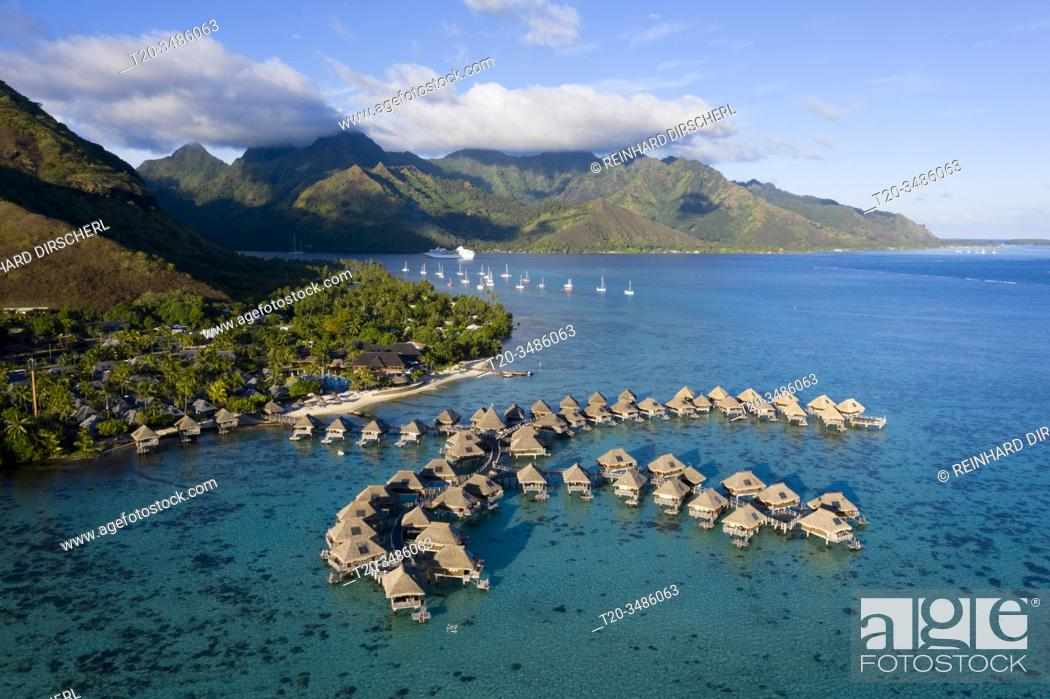 Imagen: Tourist Resort with Water Bungalows, Moorea, French Polynesia.