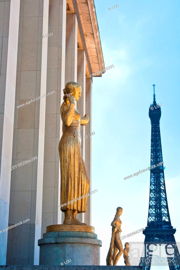 Stock Photo: Paris and the Eiffel Tower as seen from Palais de Chaillot.