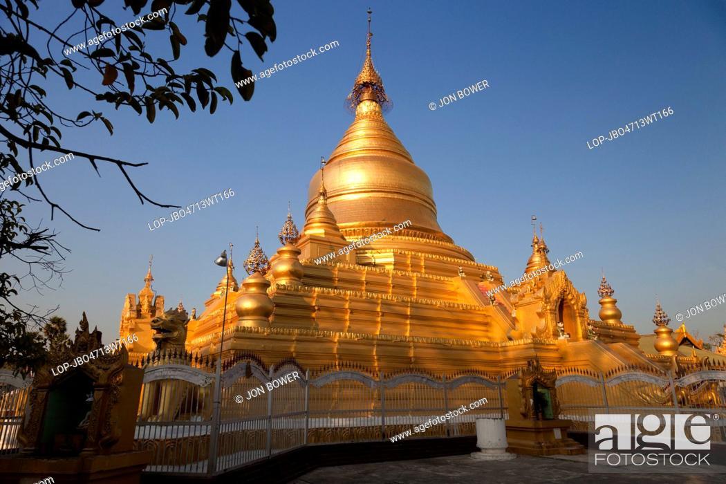 Stock Photo: Myanmar, Mandalay, Mandalay. Late light at the Kuthodaw Pagoda in Mandalay in Myanmar.