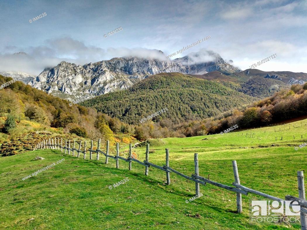 Imagen: Cornión Massif from Vegabaño, Picos de Europa National Park and Biosphere Reserve, León province, Spain.