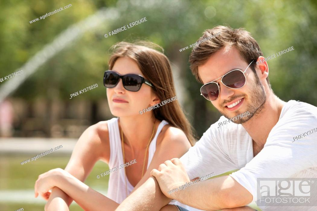 Stock Photo: Couple sitting in a garden, Bassin octogonal, Jardin des Tuileries, Paris, Ile-de-France, France.