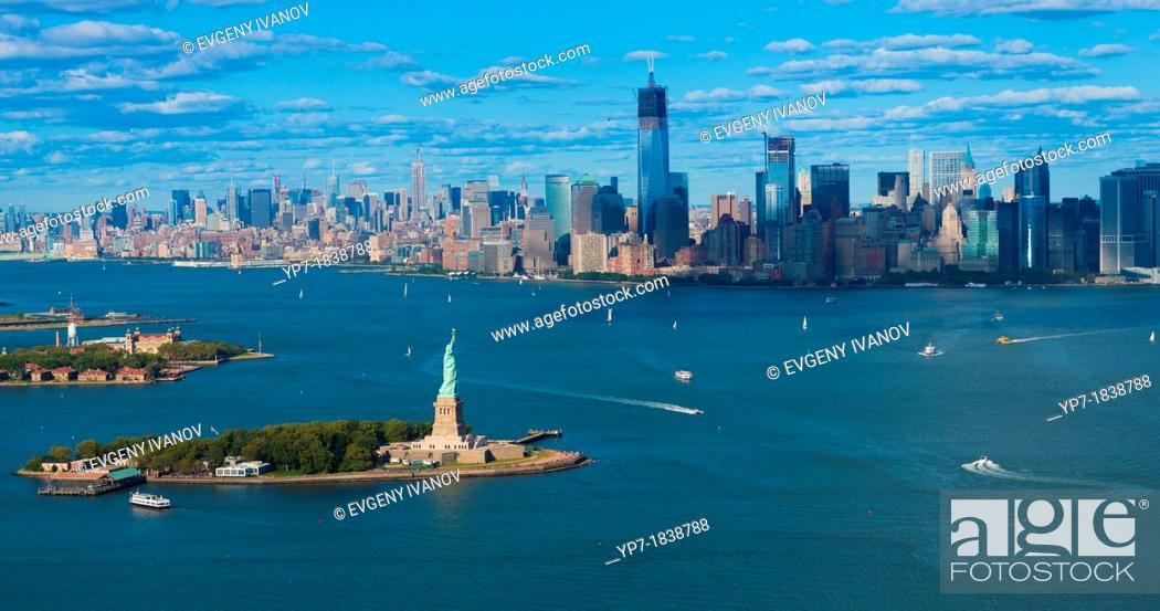 Imagen: Panorama of New York: Statue of Liberty, Manhattan and Hudson river.
