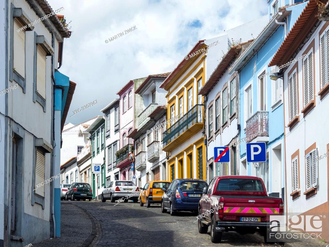 Imagen: Streets of the old town with the famous facades. Capital Angra do Heroismo, the historic center is part of UNESCO world heritage.
