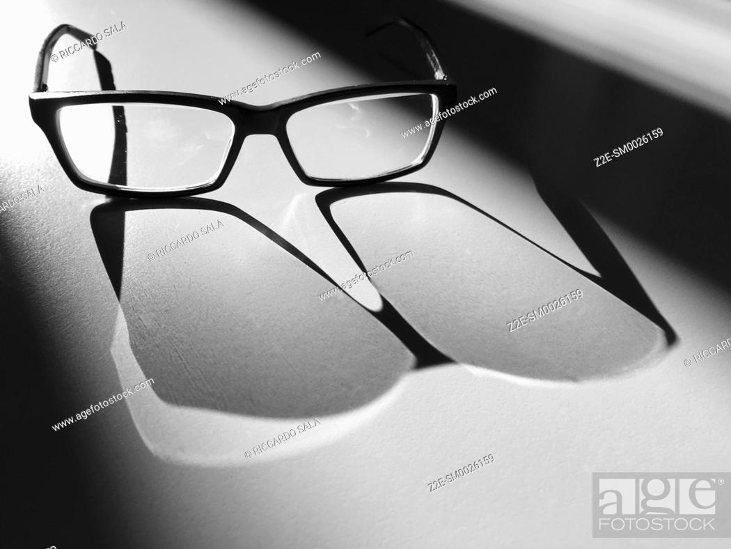 Imagen: Glasses in the Light and Shadows. . .