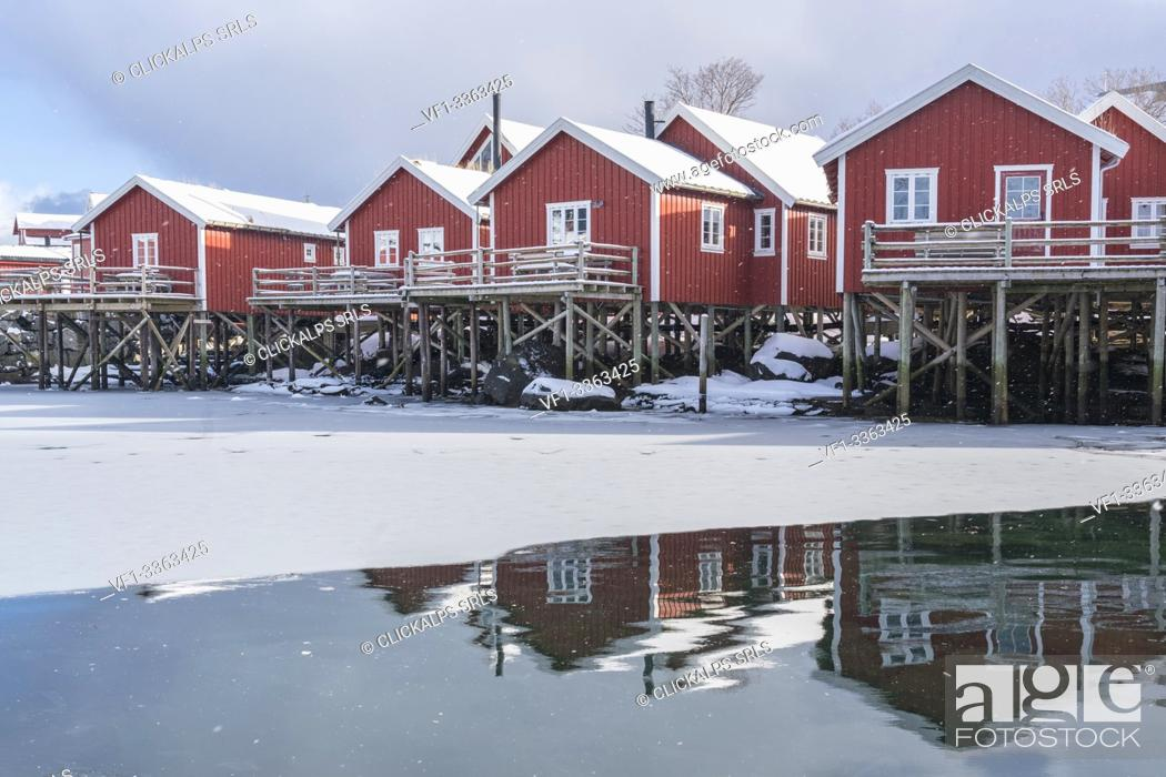 Imagen: Traditional 'rorbu' houses reflected on the frozen fjord. Reine, Lofoten district, Nordland county, Northern Norway, Norway.
