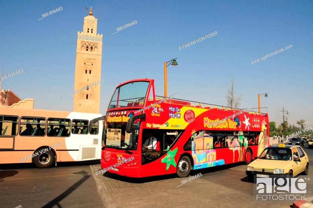 Imagen: Double-decker open-top tourist bus in front of the Koutoubia Mosque, Marrakech, Morocco, Africa.