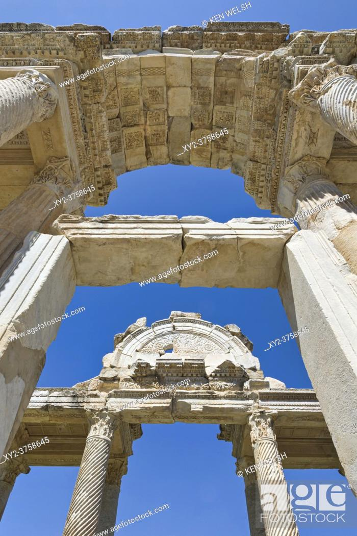 Imagen: Ruins of Aphrodisias, Aydin Province, Turkey. Detail of 2nd century gateway known as the Tetrapylon. Aphrodisias, which is a UNESCO World Heritage Site.